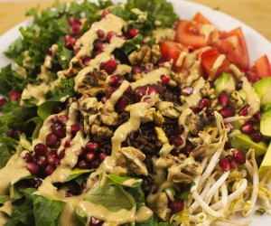 Grünkohlsalat mit Granatapfelkernen