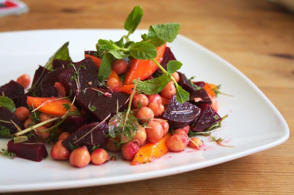 rote bete salat mit kichererbsen und minze vegane rezepte. Black Bedroom Furniture Sets. Home Design Ideas