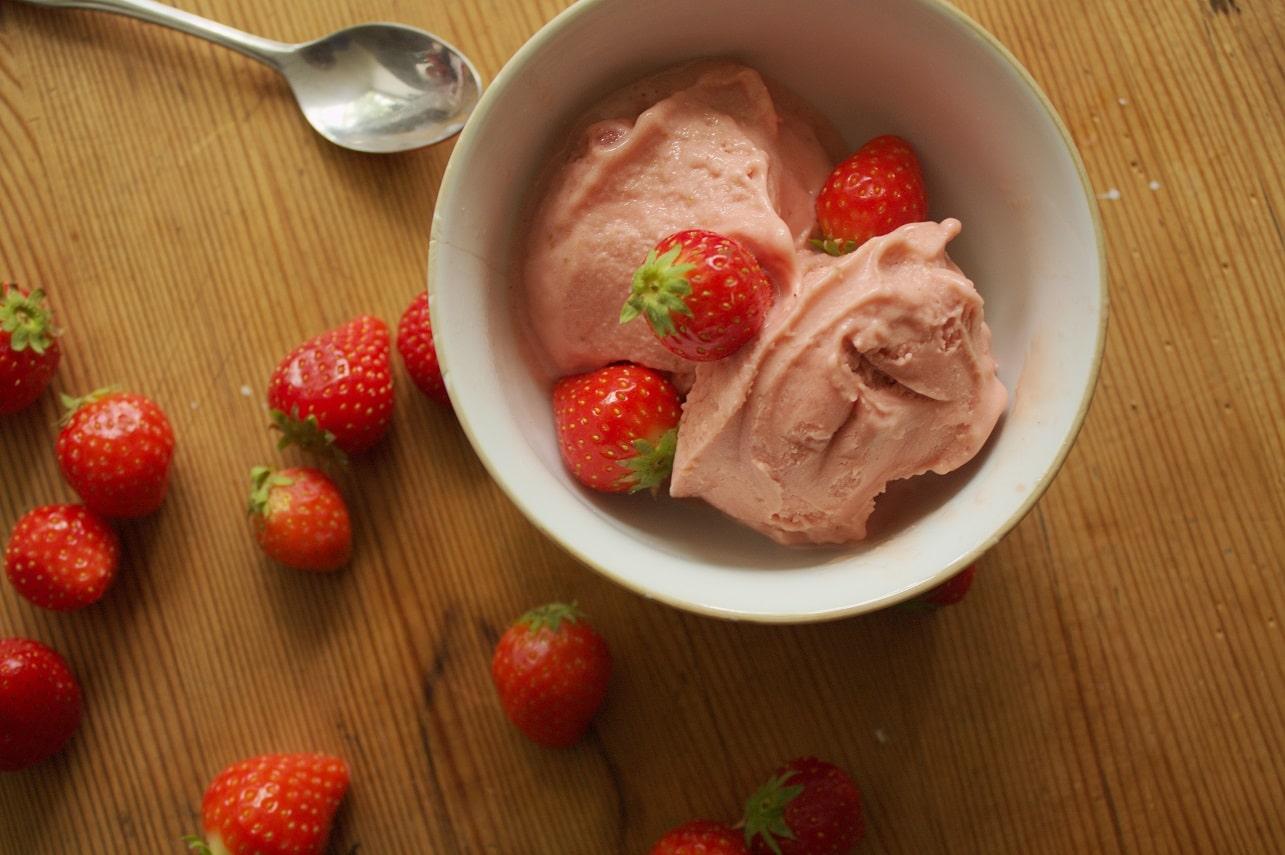 Erdbeereis vegan
