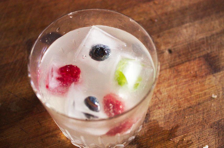früchtewürfel im glas