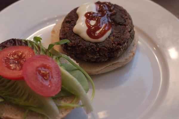 veganer black bean burger