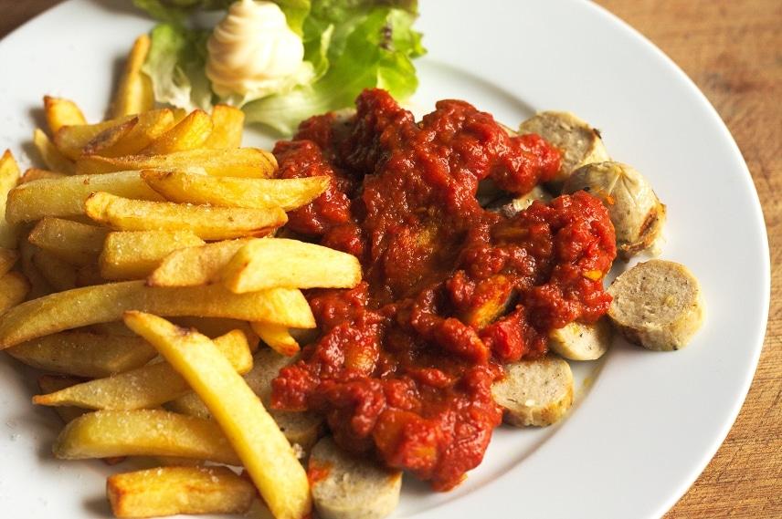 vegane currywurst mit pommes