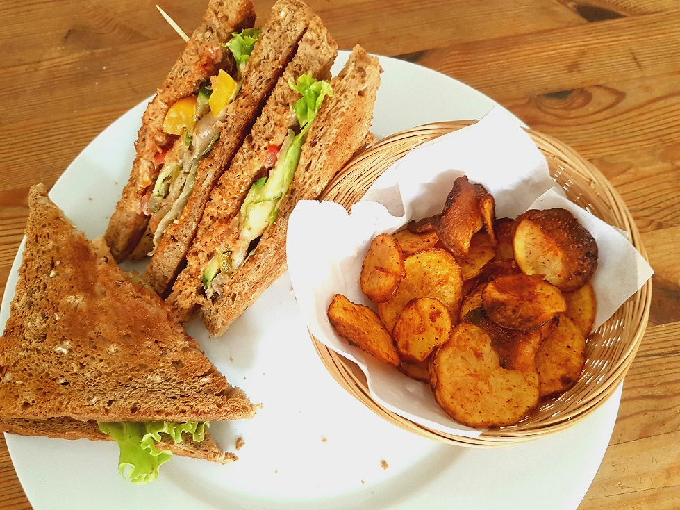 veganes club sandwich mit kartoffelchips vegane rezepte. Black Bedroom Furniture Sets. Home Design Ideas
