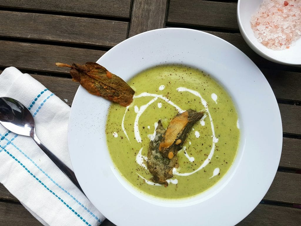 cremige vegane zucchinisuppe