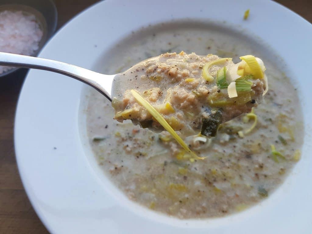 vegane Käse-Lauch-Suppe mit Sojahack