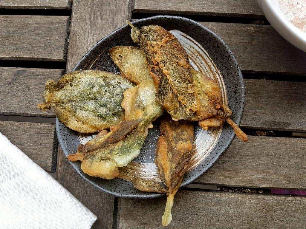 vegane & glutenfreie Salbeiblätter frittiert