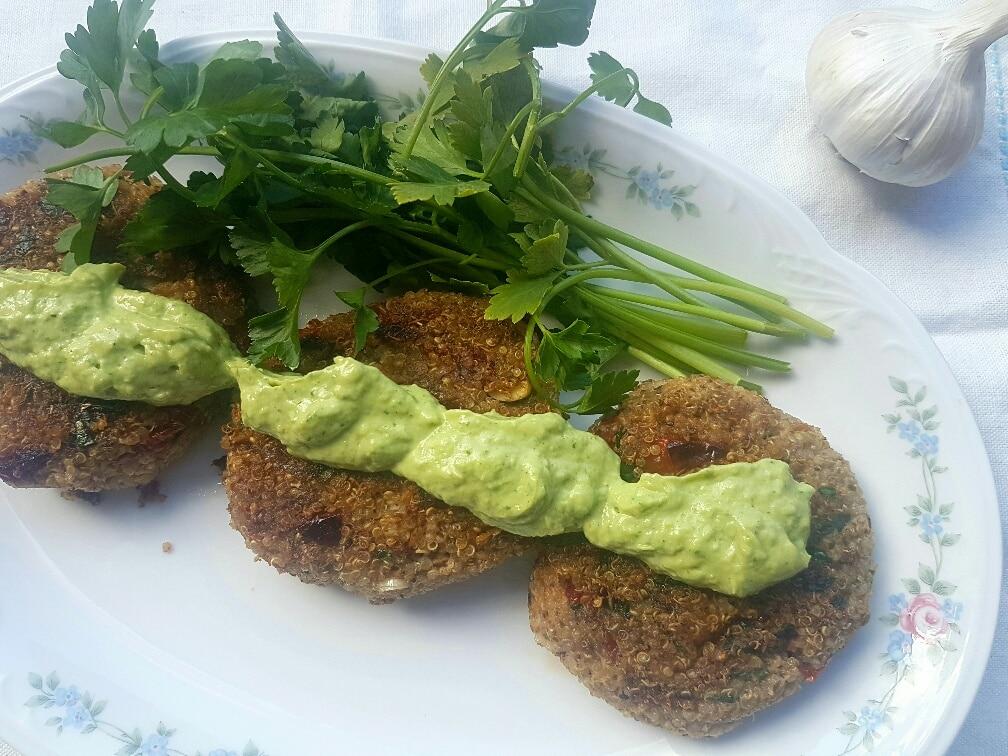 Mediterrane Quinoa Bratlinge vegan & glutenfrei