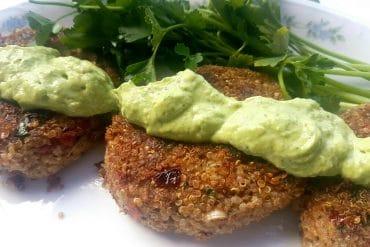 vegane mediterrane Quinoa Bratline