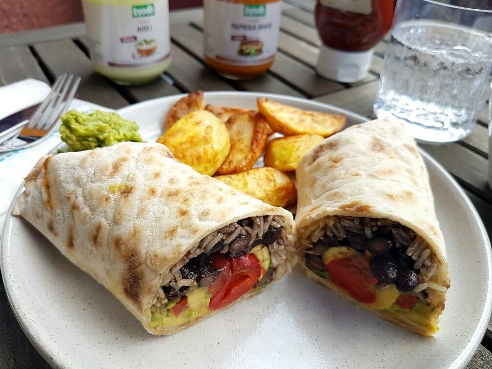 Burrito-vegan-mit-schwarzen-Bohnen-byodo