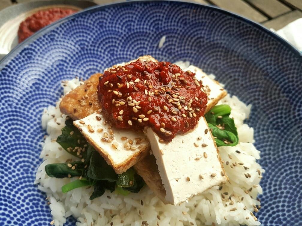 gebratener Tofu mit scharfer Gochugaru sauce