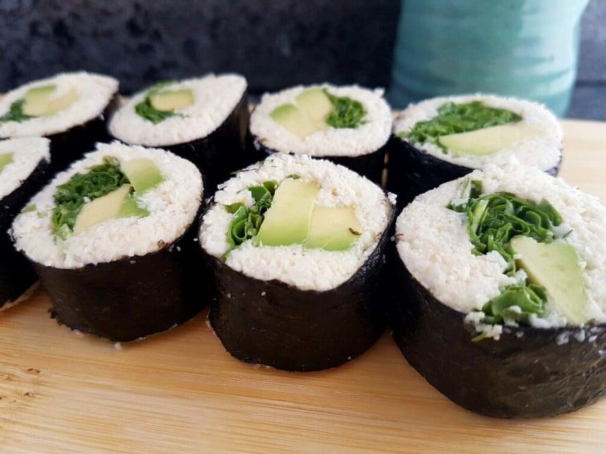 sushi mit blumenkohlreis vegan