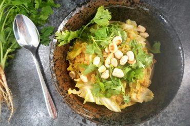 Curry mit Maiwirsing und roten Linsen vegan & glutenfrei