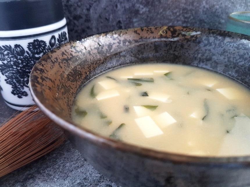misosuppe mit tofu und wakame vegan