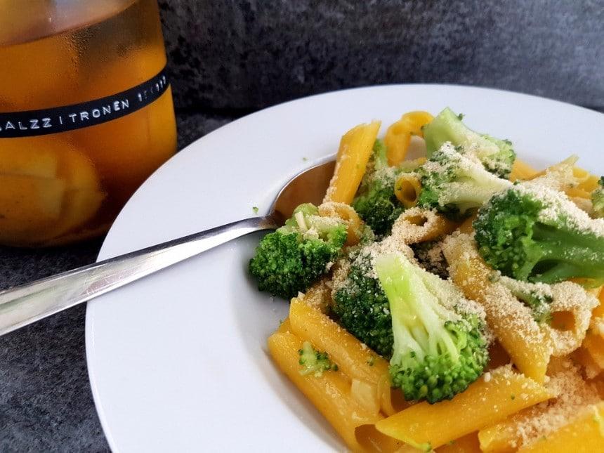 penne mit salzzitronen und brokkoli vegan