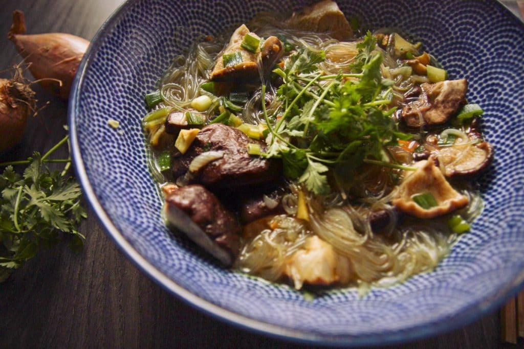 Glasnudelsuppe mit Shiitake Pilzen vegan & glutenfrei