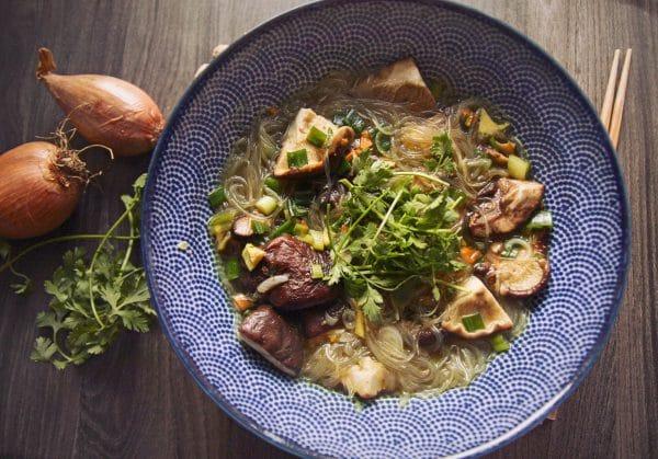 Glasnudelsuppe vegan mit Pilzen