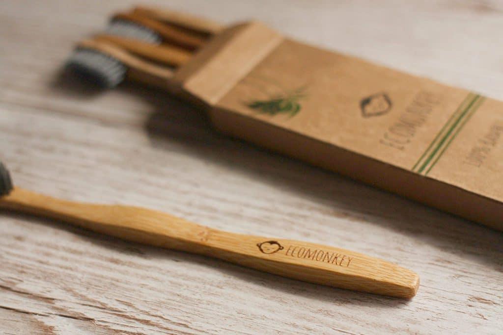 Bambus-Zahnbürsten für Erwachsene von ECOMONKEY