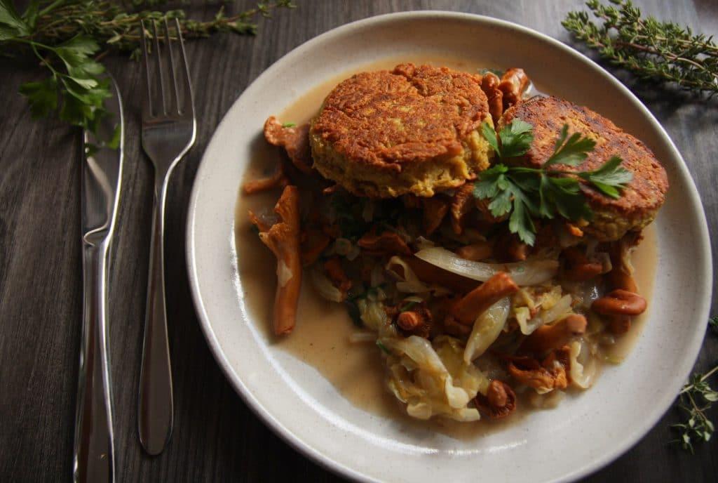 kartoffelbratling mit Pfifferlingen und spitzkohl vegan & glutenfrei