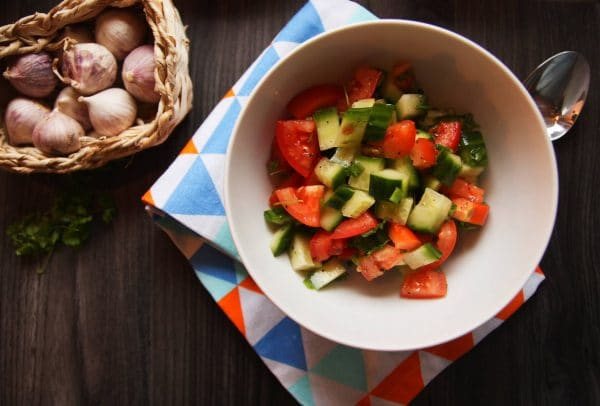 veganer tomaten-gurken-salat