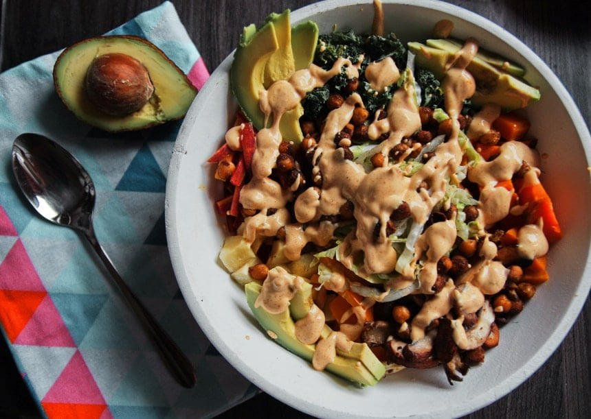 buddha bowl vegan mit avocado