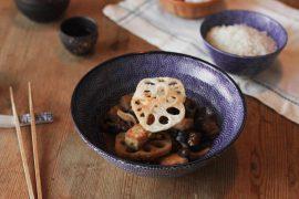 Japanischer Eintopf mit Auberginen und Lotus