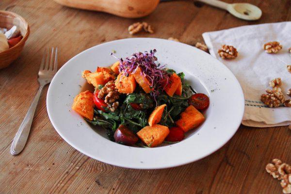 Salat mit Butternusskürbis vegan